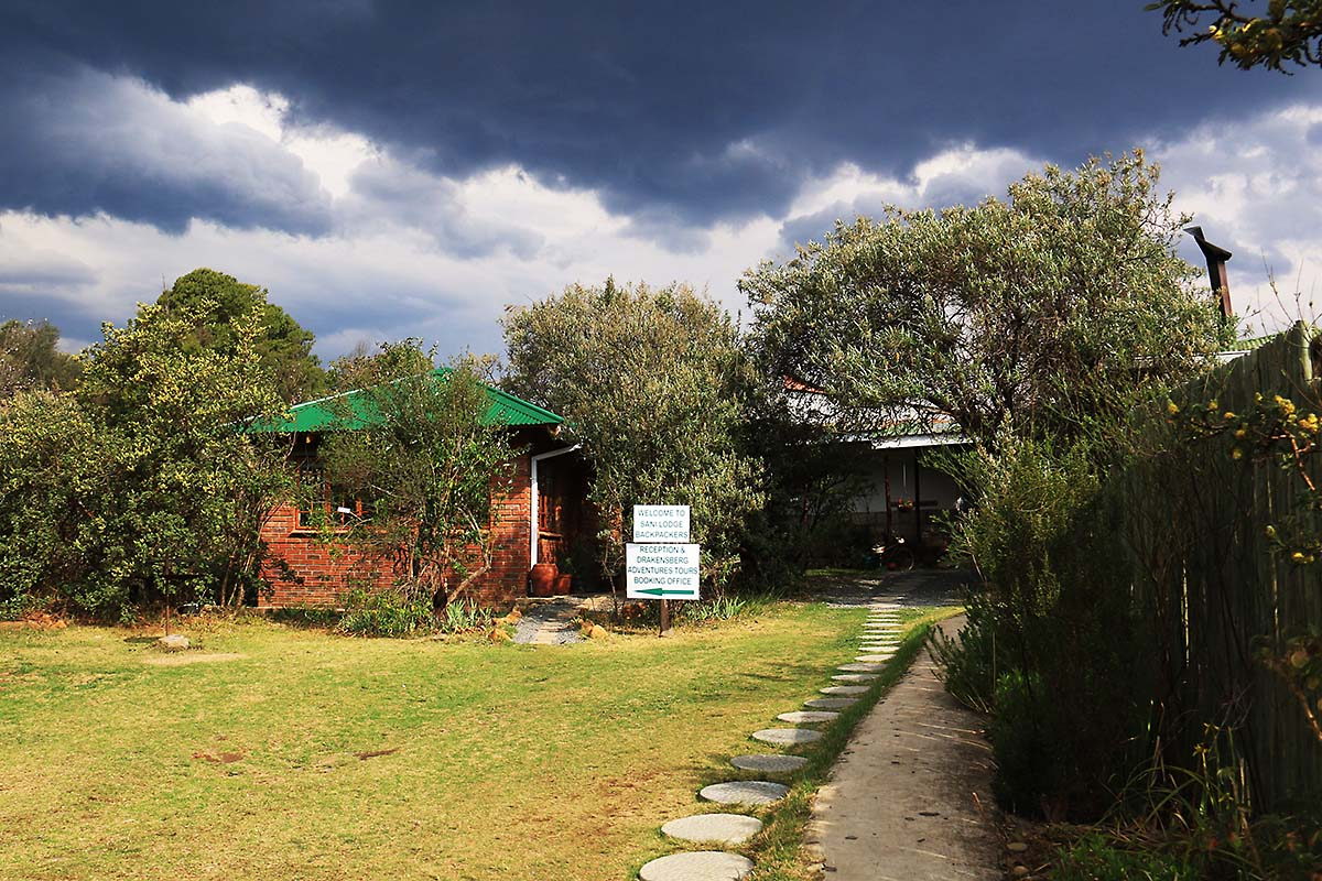 Entrance to Sani Lodge Backpackers